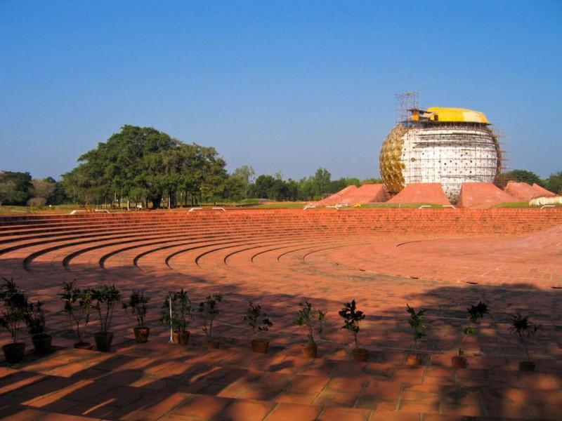 Futuristischer Tempel in Auroville
